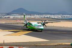 ARECIFE SPANIEN - APRIL, 16 2017: ATR 72 av Binter med regisen Fotografering för Bildbyråer