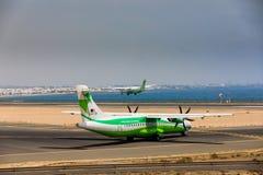 ARECIFE SPANIEN - APRIL, 16 2017: ATR 72 av Binter med regisen Arkivfoton