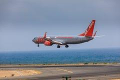 ARECIFE SPANIEN - APRIL, 16 2017: Boeing 737-800 av Jet2 med Fotografering för Bildbyråer