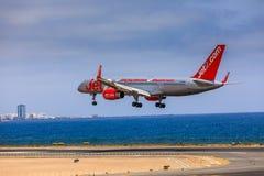 ARECIFE SPANIEN - APRIL, 15 2017: Boeing 757 - 200 av JET2 med t Arkivfoton