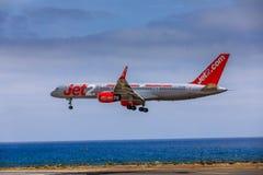 ARECIFE SPANIEN - APRIL, 15 2017: Boeing 757 - 200 av JET2 med t Royaltyfri Foto