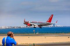 ARECIFE SPANIEN - APRIL, 15 2017: Boeing 757 - 200 av JET2 med t Royaltyfria Foton