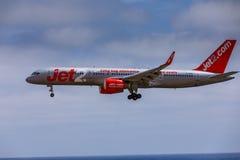 ARECIFE SPANIEN - APRIL, 15 2017: Boeing 757 - 200 av JET2 med t Fotografering för Bildbyråer