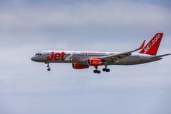 ARECIFE SPANIEN - APRIL, 15 2017: Boeing 757 - 200 av JET2 med t Royaltyfri Bild