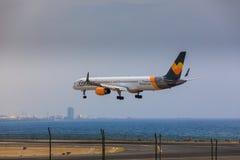 ARECIFE SPANIEN - APRIL, 16 2017: Boeing 757-300 av kondor med t Arkivbild