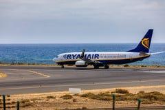 ARECIFE SPANIEN - APRIL, 15 2017: Boeing 737-800 av RYANAIR med Royaltyfri Bild