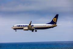 ARECIFE SPANIEN - APRIL, 15 2017: Boeing 737-800 av RYANAIR med Royaltyfria Bilder