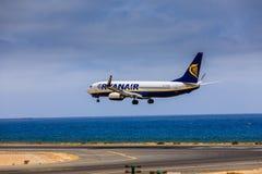 ARECIFE SPANIEN - APRIL, 15 2017: Boeing 737-800 av RYANAIR med Fotografering för Bildbyråer