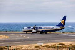 ARECIFE SPANIEN - APRIL, 15 2017: Boeing 737-800 av RYANAIR med Arkivfoto