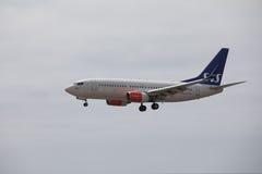 ARECIFE SPANIEN - APRIL, 15 2017: Boeing 737-700 av SAS landa a Royaltyfria Foton