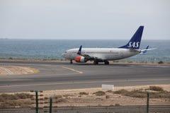 ARECIFE SPANIEN - APRIL, 15 2017: Boeing 737-700 av SAS som är klar till Arkivfoton