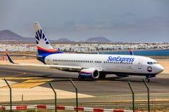 ARECIFE SPANIEN - APRIL, 15 2017: Boeing 737 - 800 av SunExpress Royaltyfri Fotografi