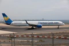 ARECIFE SPANIEN - APRIL, 15 2017: Boeing 757 - 300 av Thomas Cook Arkivfoto