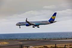ARECIFE SPANIEN - APRIL, 15 2017: Boeing 757-300 av ThomasCook Co Fotografering för Bildbyråer