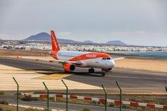 ARECIFE SPANIEN - APRIL, 15 2017: Flygbuss A320 - 200 av beträffande easyjet Fotografering för Bildbyråer
