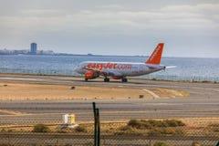 ARECIFE SPANIEN - APRIL, 15 2017: Flygbuss A320 av easyjet läst com Arkivfoto