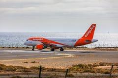 ARECIFE SPANIEN - APRIL, 15 2017: Läst flygbuss A319-100 av easyjet Arkivfoton
