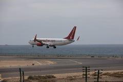 ARECIFE, SPANJE - APRIL, 15 2017: Boeing 737 - 800 van Corendon Co Stock Foto