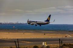 ARECIFE, SPANJE - APRIL, 15 2017: Boeing 737-800 van RYANAIR met Royalty-vrije Stock Foto's
