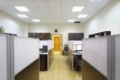 Aree di lavoro vuote con i desktop ed i documenti Fotografie Stock Libere da Diritti
