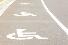 Aree di parcheggio di handicap immagine stock