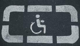 Aree di parcheggio di handicap riservate ai disabili immagini stock