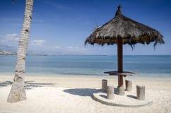 Areia branca tropikalny plażowy widok blisko Dili w wschodnim Timor Zdjęcie Stock