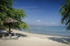 Areia branca tropikalny plażowy widok blisko Dili w wschodnim Timor Zdjęcia Royalty Free