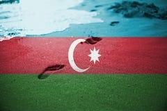 Areia, cópia do pé e fundo ou textura do mar da onda com mistura da bandeira de Azerbaijão Foto de Stock Royalty Free