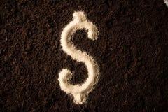 Areia da escrita do símbolo do dólar do logotipo no fundo da sujeira Imagens de Stock Royalty Free