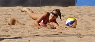 Areia da mulher de Canadá do voleibol da praia Fotografia de Stock Royalty Free