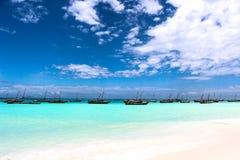 Areia do branco da praia de Nungwi Zanzibar fotografia de stock royalty free