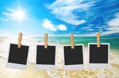 Areia e céu da praia com nuvens fotos de stock royalty free