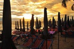 Areia e céu do mar fotografia de stock