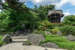 Areia e plantas ao lado do templo imagem de stock royalty free