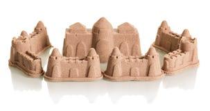 A areia fortifica o close-up no branco foto de stock