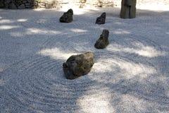 Areia japonesa da rocha do zen do jardim Imagem de Stock