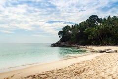 A areia, o mar e o sol bonitos em Naitorn encalham, ou praias de Nai Thon, Imagem de Stock Royalty Free