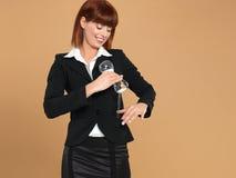 areia puring da mulher de negócios nova do hourglass imagem de stock
