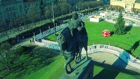 Areial van het standbeeld dat van KoningsTomislav wordt geschoten stock video