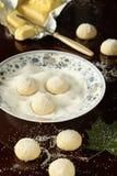 Areias - πορτογαλικά μπισκότα ζάχαρης στο άσπρο πιάτο στοκ εικόνα