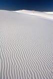 Areias brancas e céu escuro Foto de Stock Royalty Free