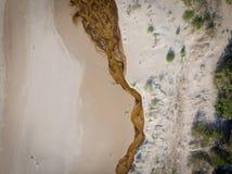 Areias e rio do Seascape no litoral ao mar fotografia de stock