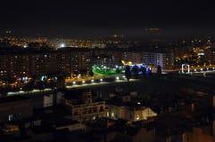 Areje a vista da cidade da noite de Lleida, Espanha fotos de stock