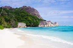 Arena blanca en una playa en la isla imágenes de archivo libres de regalías