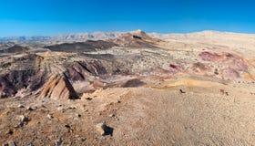Arena coloreada en el desierto. imagen de archivo