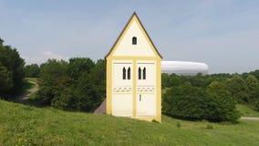 Arena de Allianz con la iglesia cruzada santa metrajes