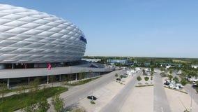 Arena de Allianz y estacionamiento, visión aérea desde el abejón