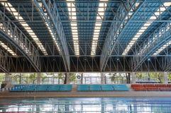 Arena de deporte con el tejado hecho del acero Imagenes de archivo