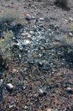 Arena de la lava con las botellas de cerveza quebradas Imagen de archivo libre de regalías